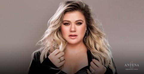 Placeholder - loading - Imagem da notícia Kelly Clarkson faz cover de Runaway Train