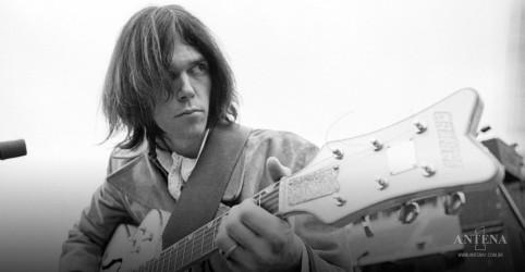 Placeholder - loading - Imagem da notícia Neil Young lança LP de Lost 1982 Johnny´s Island