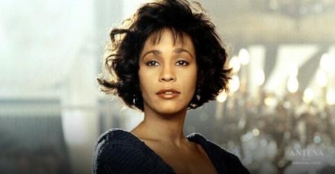 Placeholder - loading - Imagem da notícia Whitney Houston se torna a primeira artista negra a ganhar três discos diamante