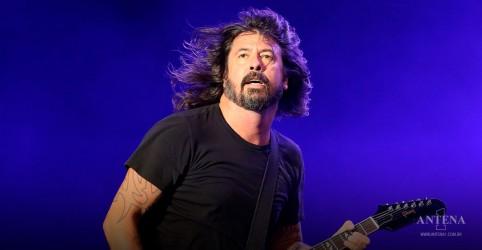 Placeholder - loading - Imagem da notícia Dave Grohl faz entrevista com Zane Lowe sobre Foo Fighters