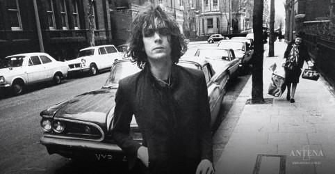 Placeholder - loading - Imagem da notícia Pink Floyd: Novo livro terá fotos inéditas de Syd Barrett