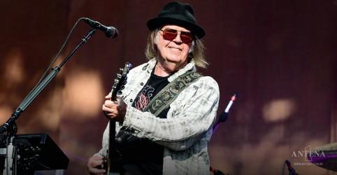 Placeholder - loading - Imagem da notícia Neil Young libera versão inédita de 'Powderfinger'; ouça
