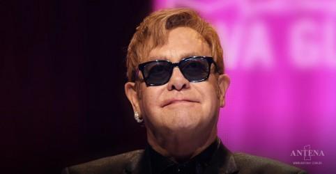 """Placeholder - loading - Imagem da notícia Elton John libera música inédita; ouça """"Regimental Sgt. Zippo"""""""