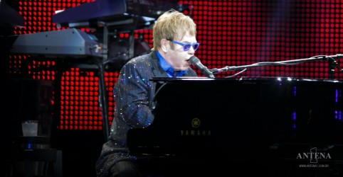 Placeholder - loading - Elton John libera demo de piano/pandeiro da música 'Here's To The Next Time'