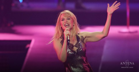 Placeholder - loading - Imagem da notícia Kylie Minogue declara desejo de colaboração com Madonna e outras artistas