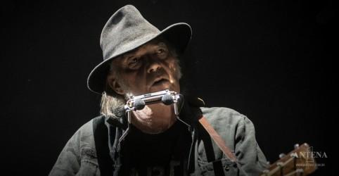 Placeholder - loading - Imagem da notícia Neil Young libera música inédita de 1972; ouça