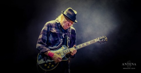 Placeholder - loading - Neil Young faz cover de 'The Times They Are A-Changin', de Bob Dylan