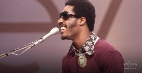 Placeholder - loading - Imagem da notícia Stevie Wonder volta com primeiras músicas inéditas desde 2009; ouça