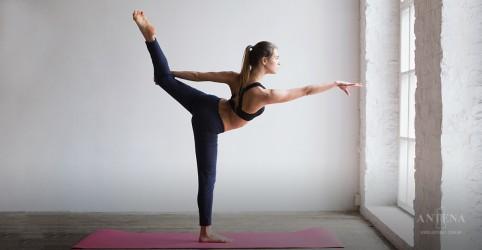 Praticar ioga regularmente preserva atenção e memória em idosos