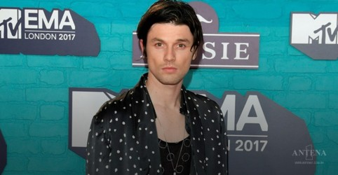 "Placeholder - loading - James Bay faz performance ao vivo da faixa ""Us"""