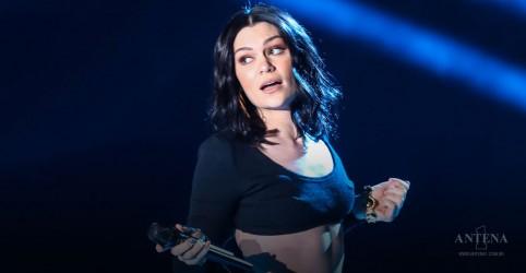 Placeholder - loading - Imagem da notícia Ouça faixa de Jessie J para o filme Megatubarão