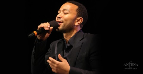 Placeholder - loading - Imagem da notícia John Legend faz performance de faixa do Beach Boys