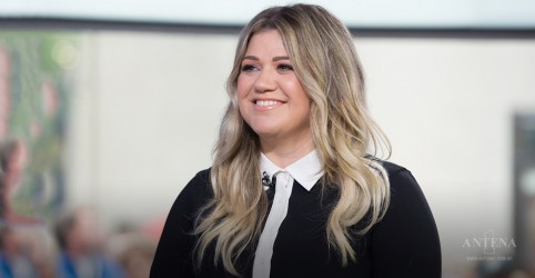 "Ouça ""Meaning Of Life"", inédita de Kelly Clarkson"
