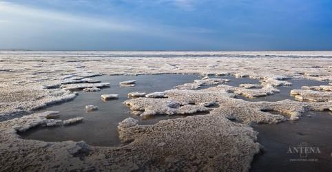 Conheça o lago Assal, um dos mais salgados do mundo