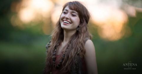 Lauren Daigle canta ao lado de fã mirim no palco
