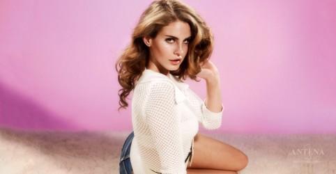 """Confira regravação de """"You Must Love Me"""", feita por Lana Del Rey"""