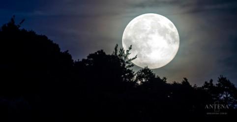 Primeiro dia de 2018 começa com Lua maior e muito mais brilhante