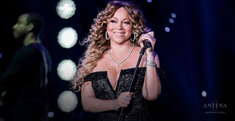 Placeholder - loading - Imagem da notícia Mariah Carey fala performance no Super Bowl