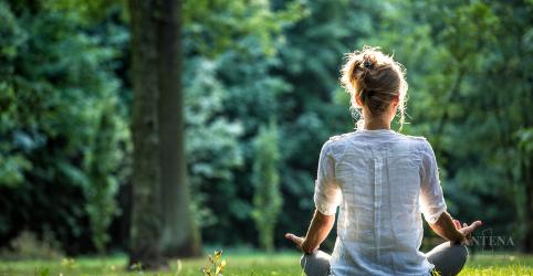 A meditação pode ser uma boa opção para aliviar o estresse de quem vai viajar