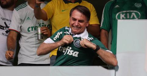 Placeholder - loading - Imagem da notícia Bolsonaro entrega medalhas e taça ao campeão brasileiro Palmeiras