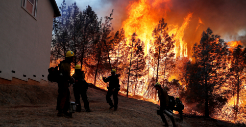 Placeholder - loading - Imagem da notícia Número de desaparecidos por incêndio florestal mais letal da Califórnia cai para 25