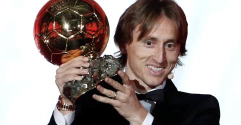 Placeholder - loading - Imagem da notícia Modric ganha Bola de Ouro 2018 e põe fim a domínio Messi-Cristiano Ronaldo
