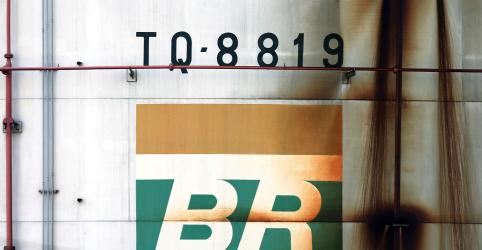 Placeholder - loading - Imagem da notícia Atrasos em plataformas e desinvestimentos pressionam curva de produção da Petrobras