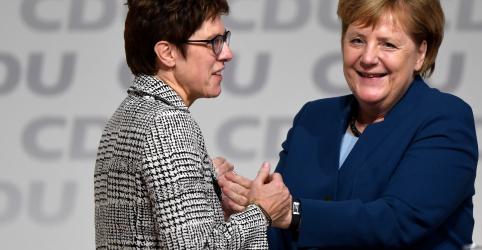 Protegida de Merkel a sucede como líder do partido CDU