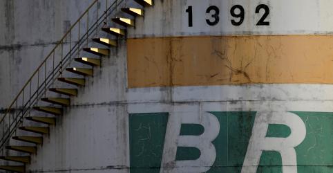 Furto em duto da Transpetro provoca vazamento de óleo na Baía de Guanabara