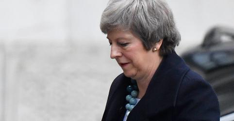 Premiê britânica decide adiar votação sobre acordo do Brexit no Parlamento