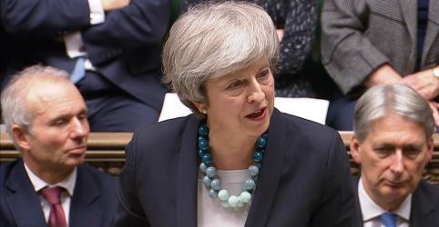 Placeholder - loading - Imagem da notícia Premiê britânica provoca apreensão ao adiar votação sobre acordo do Brexit