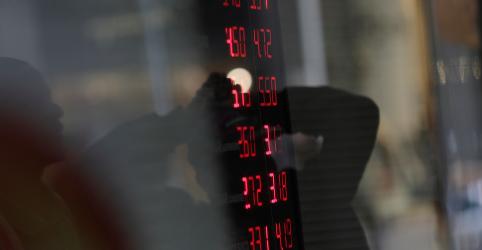 Dólar tem maior preço desde 2 de outubro, acima de R$3,90, com exterior
