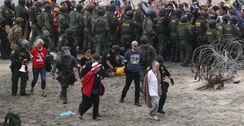 EUA detêm líderes religiosos e ativistas durante protesto na fronteira com México