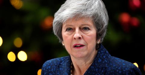 May promete lutar contra voto de desconfiança e alerta que Brexit corre risco