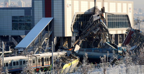 Colisão de trem na Turquia deixa 9 mortos e 47 feridos