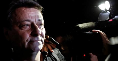 Placeholder - loading - Imagem da notícia Fux determina prisão de Battisti para extradição
