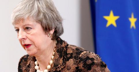 Rejeitando outras opções para o Brexit, premiê britânica insiste em seu acordo