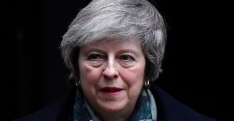 Premiê britânica diz que vai reagendar votação sobre Brexit para meados de janeiro