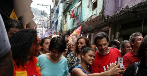 Placeholder - loading - Imagem da notícia Haddad faz campanha na Rocinha e promete aumentar imposto de bancos que mantiverem juros altos