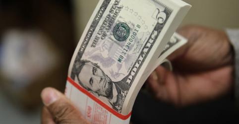 Placeholder - loading - Dólar passa por correção e cai sobre real, mas cautela continua