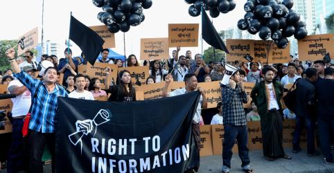 Jovens e jornalistas de Mianmar protestam contra condenação de repórteres da Reuters