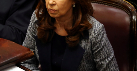 Placeholder - loading - Imagem da notícia Ex-presidente da Argentina Cristina Kirchner é indiciada por acusações de corrupção