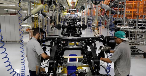 Placeholder - loading - Imagem da notícia Intenção de investimento da indústria no Brasil cai no 3º tri para menor nível em um ano, diz FGV