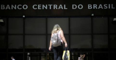BC mantém Selic em 6,5%, diz que pode subir juros se quadro piorar