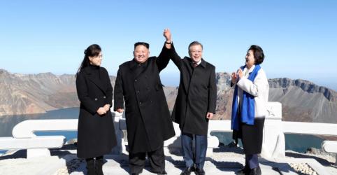 Placeholder - loading - Imagem da notícia Presidente sul-coreano realiza sonho ao visitar montanha sagrada da Coreia do Norte com Kim