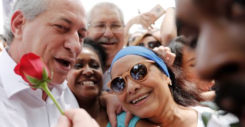 Brasil está ameaçado de cair num 'fenômeno nazista e militarista', diz Ciro