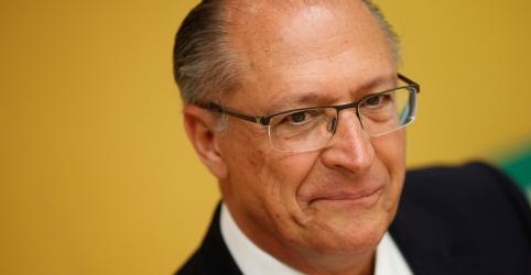 Em programa na TV, Alckmin vincula Bolsonaro e PT a risco de Brasil virar Venezuela