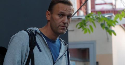 Líder de oposição russo Navalny é detido novamente logo após deixar prisão, dizem aliados