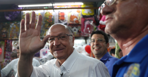 Alckmin diz que união de centro é difícil e que eleitor deve optar por voto útil na reta final