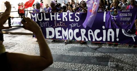 Placeholder - loading - Imagem da notícia Na esteira do #EleNão, eleitorado feminino impõe 'trava' em crescimento de Bolsonaro